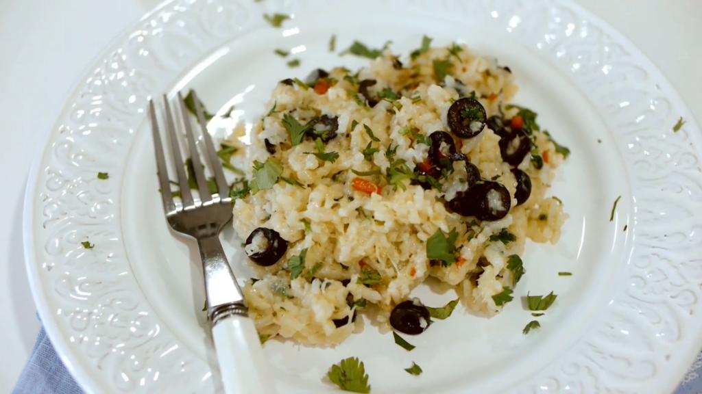 Imagem da receita de arroz cremoso no forno com bacalhau, pimentos e azeitonas