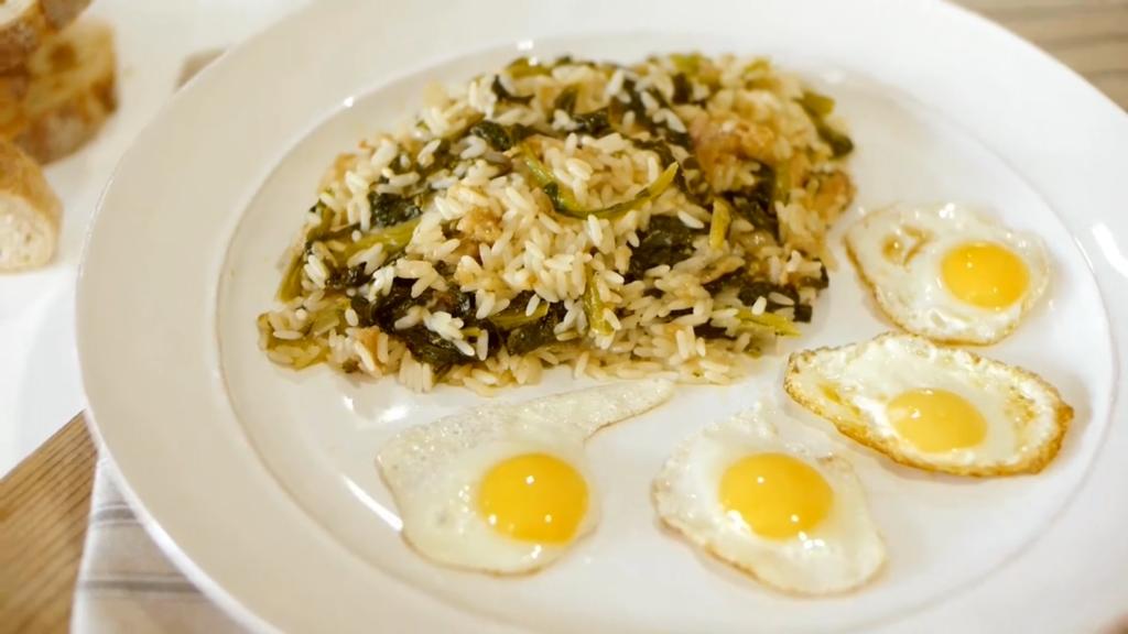 Arroz de grelos com alheira e ovo